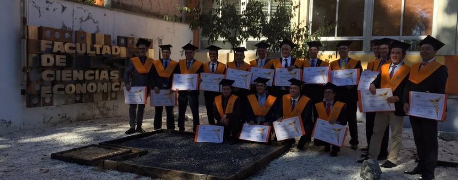 Foto de los graduados en la Escuela de Ventas MAN